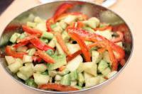 Рецепт Салат из креветок и авокадо с мятной заправкой