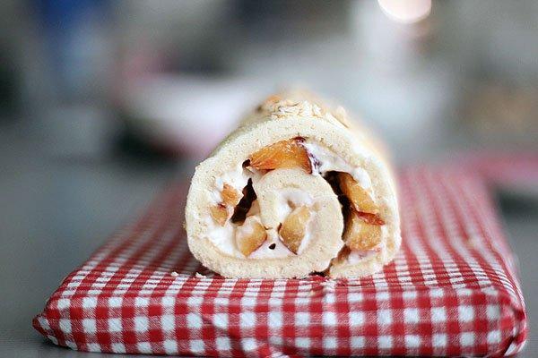 Рецепт Бисквитный рулет со сливочным сыром и фруктами