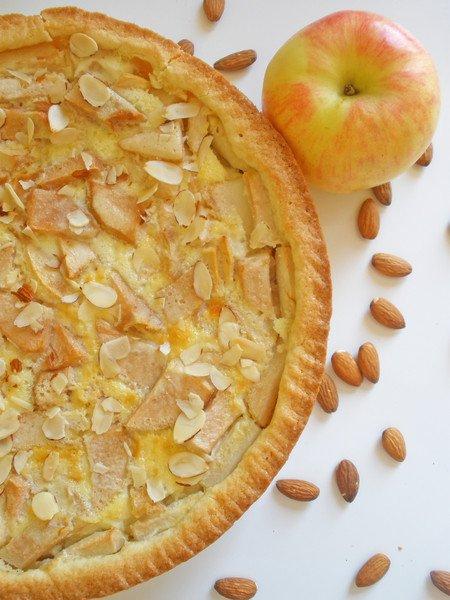 фото рецепта: Песочный пирог с грушей и яблоком