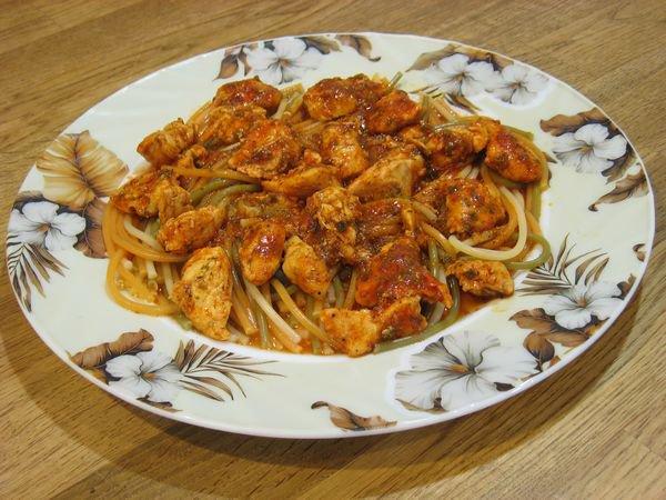 Рецепт Куриное филе в томате и спагетти на гарнир