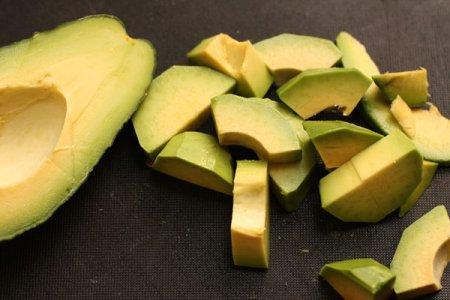 Лосось с соусом из авокадо
