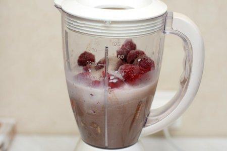 Шоколадно-ягодный милк-шейк