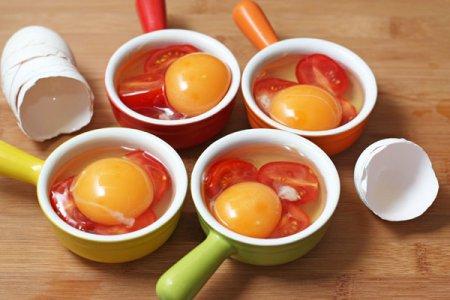 Яичница с помидорами в духовке