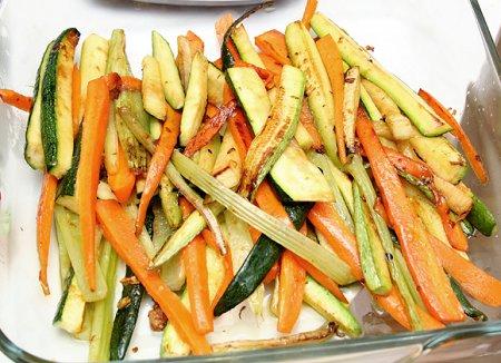 Семга под сыром с овощами