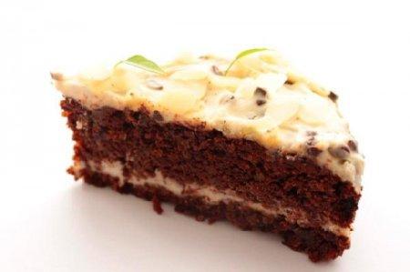 Морковно-шоколадный торт с кремом