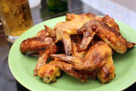 Куриные крылышки с медово-горчичным соусом