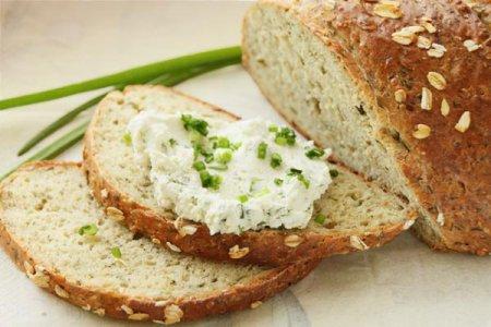 Хлеб из овсяных хлопьев с зеленью