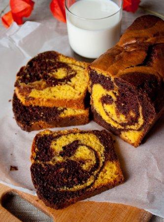 Тыквенно-шоколадный мраморный кекс