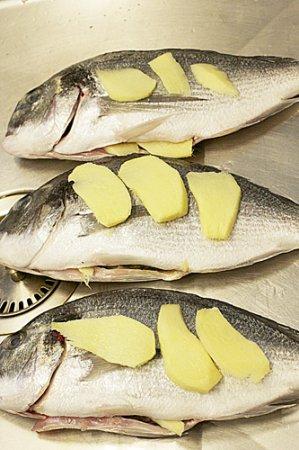 Белая рыба с имбирем