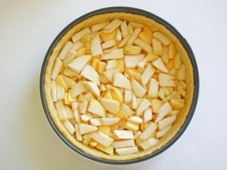 Песочный пирог с грушей и яблоком