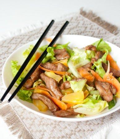 Салат со свининой терияки