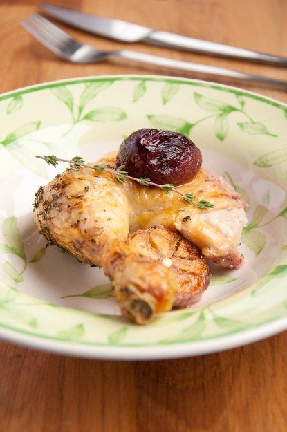 Рецепт Курица с яблоками, сливой и кукурузной сальсой