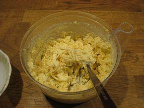Плавленый сыр с яйцами и чесноком