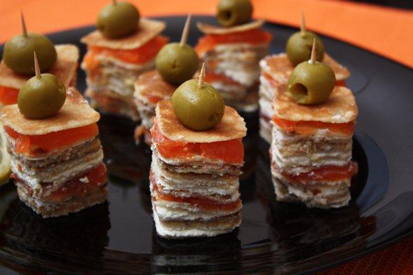 Рецепт Канапе из блинов на шпажках