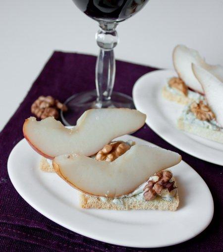 Рецепт Тосты с грушами и голубым сыром