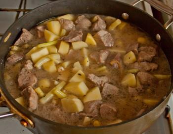 Мясо, тушеное с восковой фасолью