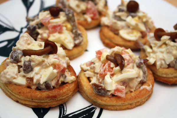Рецепт Творожные кольца с куриным салатом