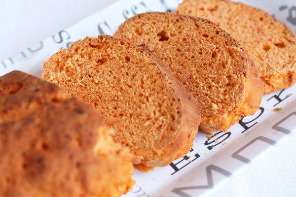 фото рецепта: Красный хлеб с паприкой