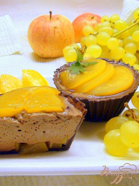 Рецепт Корзиночки из шоколада с персиками и шоколадным муссом.