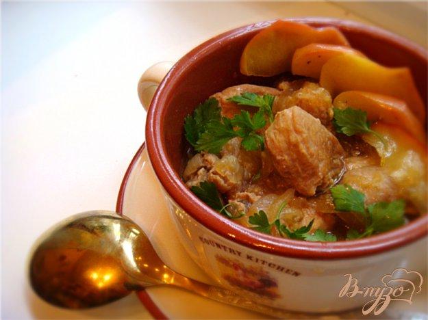 Рецепт Томленая свинина с имбирем и яблоками!