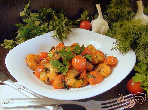 фото рецепта: Жареные креветки с черри и травами.