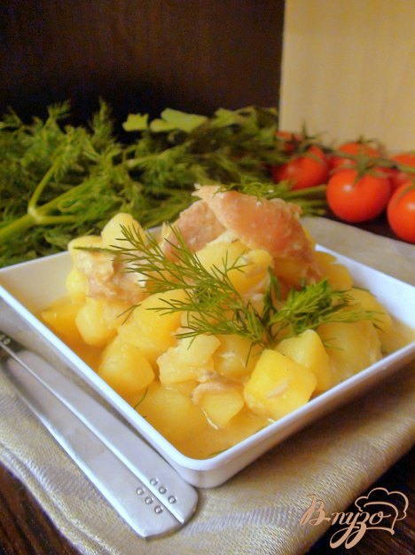 фото рецепта: Картошка, тушённая с курочкой. Рецепт с изюминкой.