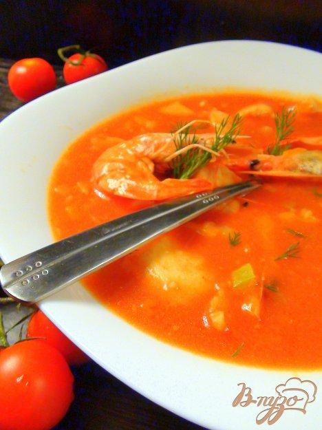 фото рецепта: Томатный суп с треской и тигровыми креветками.