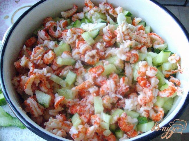 Салат с крабовыми рисом и кукурузой