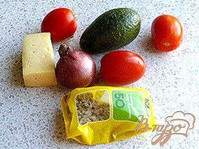 Салат с авокадо и сырными гренками