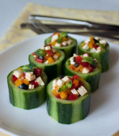 Стаканчики из огурца с овощной начинкой