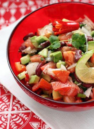 Техасский новогодний салат с авокадо