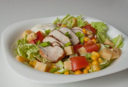 Рубленый салат с острой индейкой