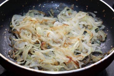 Пряное мясо с фасолью