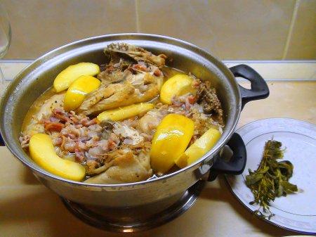 Курица с сидром и карелизованными яблоками. Cog au cidre.