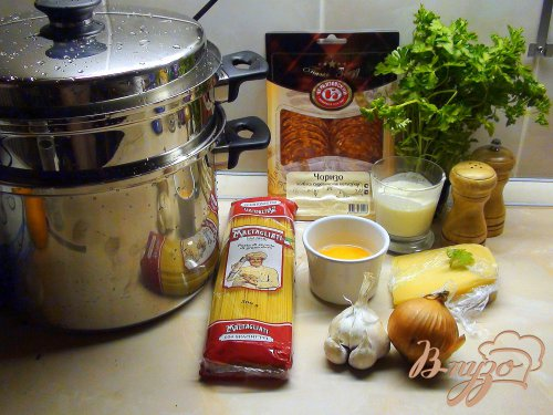 Спагетти с чоризо и жаренным яичным кремом.