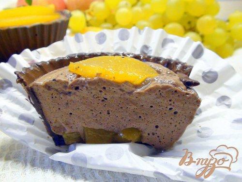 Корзиночки из шоколада с персиками и шоколадным муссом.