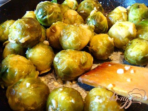 Брюссельская капуста с чесноком в сливочном соусе
