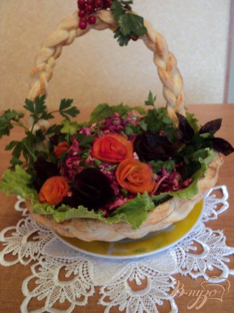 Салат в корзинке.