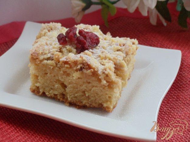 Рецепт Творожный пирог с ананасами и ореховой посыпкой
