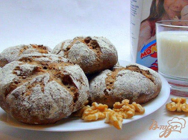 фото рецепта: Ржаные булочки с грецкими орехами.