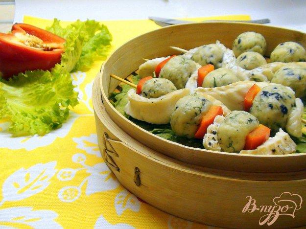 Рецепт Шашлычки из трески и сырных шариков на пару.