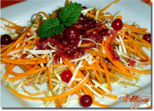 Рецепт Салат с орехово-клюквенным соусом