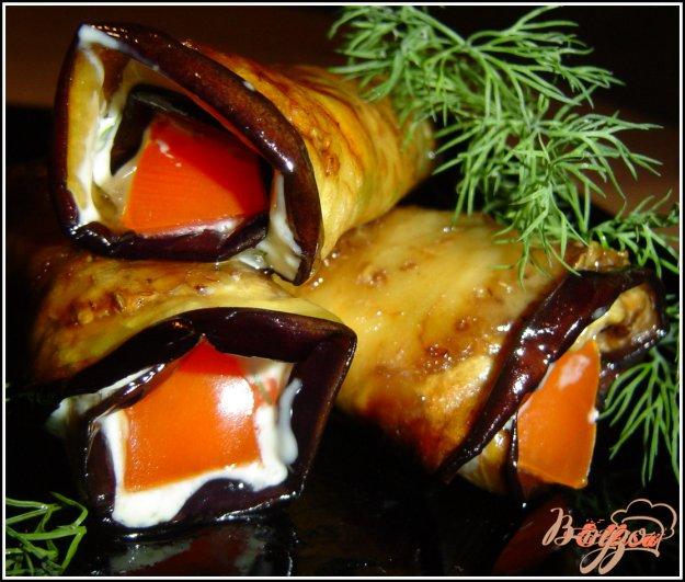 фото рецепта: Рулетики из баклажанов с помидорами