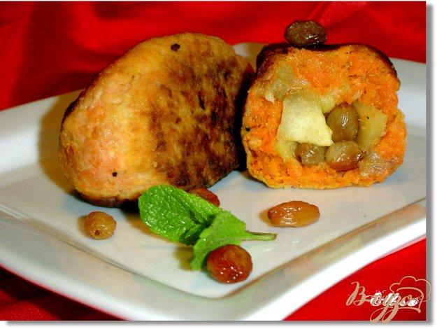 Рецепт Морковные котлеты с яблоками, курагой и изюмом