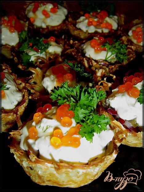 Рецепт Тарталетки картофельные с селедкой и икрой