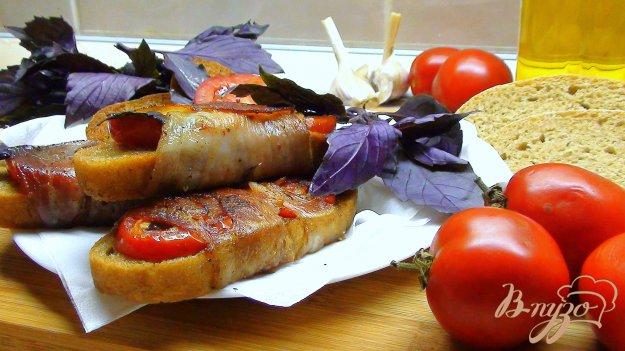 Рецепт Брускетте, итальянские гренки с ветчиной и томатами.