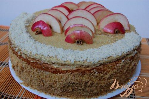 Яблочный торт с карамельным Баварским муссом с корицей