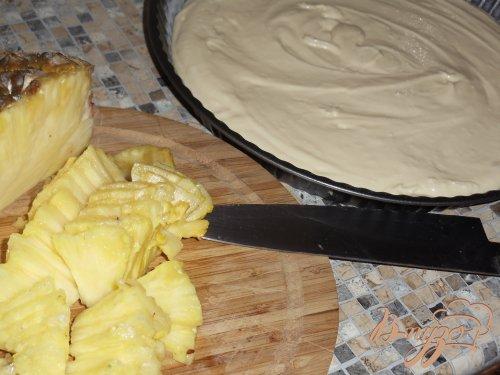Творожный пирог с ананасами и ореховой посыпкой