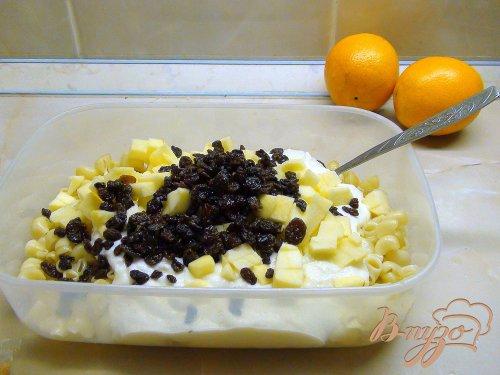 Паста торт или запеканка из макарон с творогом и фруктами.