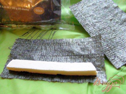 Адыгейский сыр, жаренный в нории и кляре.